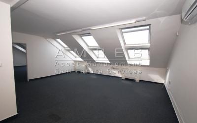 Příjemné, podkrovní kanceláře, 90 m2, Praha 2- Vinohrady, Belgická