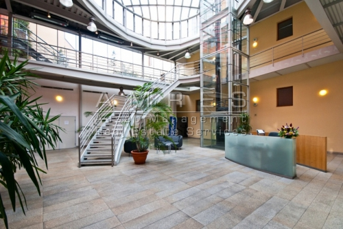 Offices 287 m2+private garden, in a representative building, Prague 2- Zahrebska