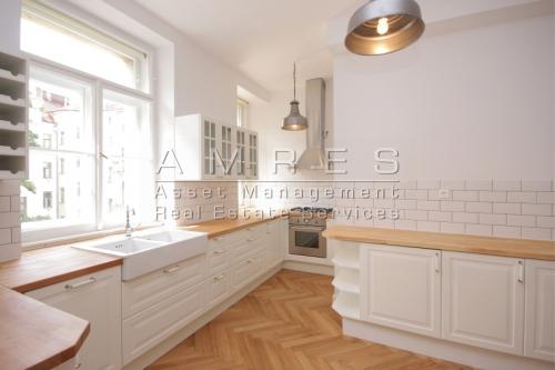 Luxurious apartment 5+1, 206 m2, Prague 2 Trojanova street