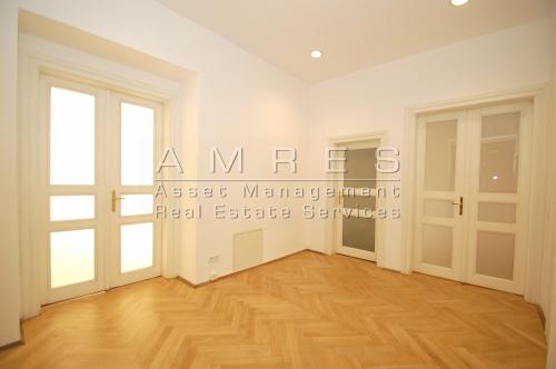 Office premises- 4 rooms, 105 m2, Praha 2 - Vinohrady, Mánesova